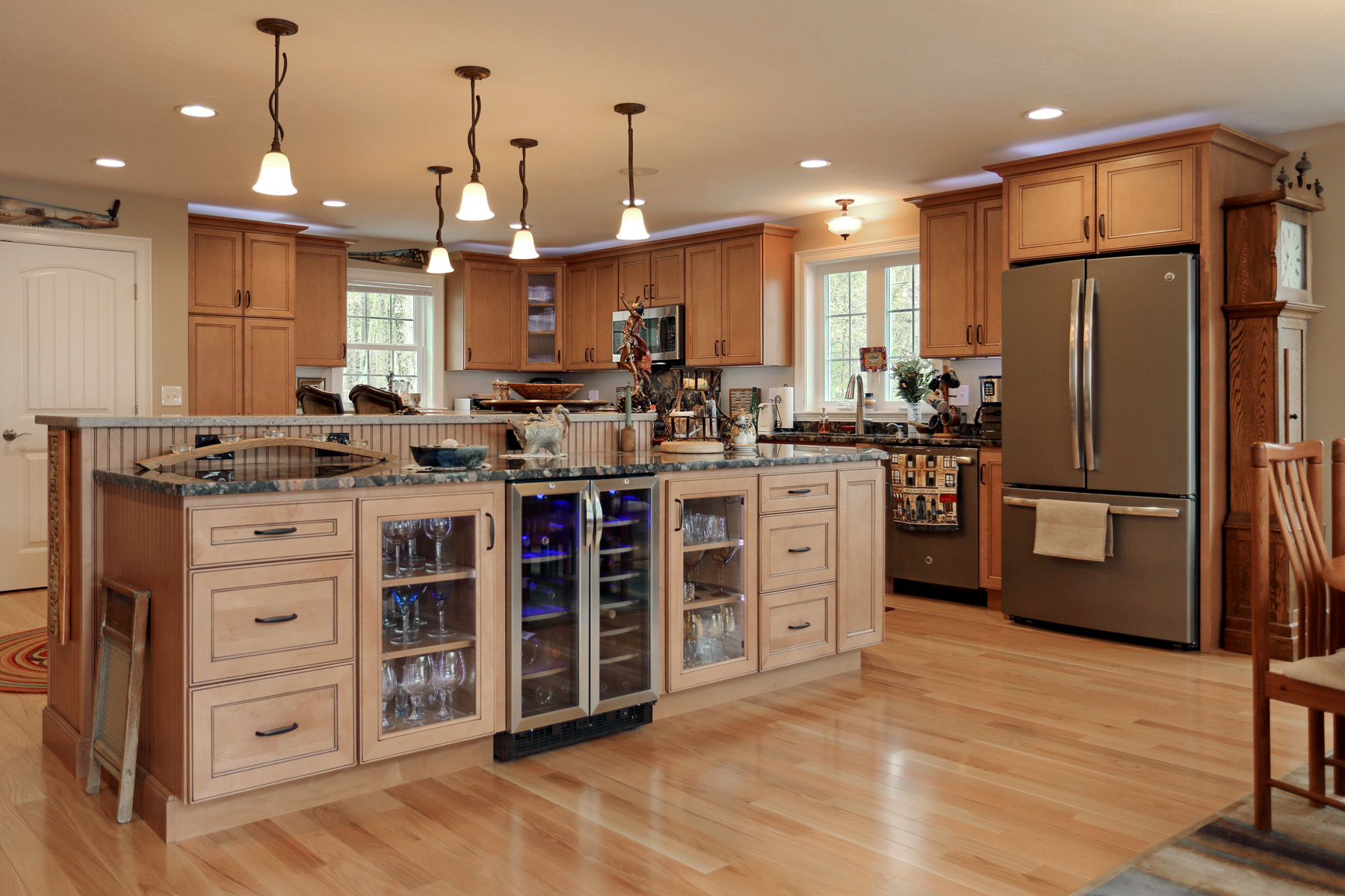 Country / Farm House - Wood Palace Kitchens, Inc.